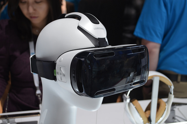 CES_2015_Samsung_Gear_VR