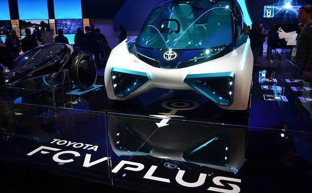 CES2016_Toyota_FCV_Plus