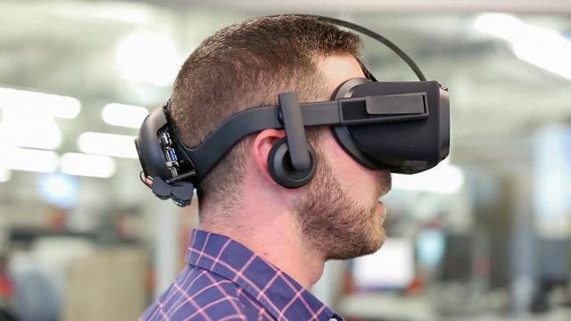 oculus_santa_cruz_prototype
